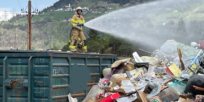 Brand Müll im Freien